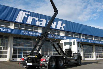 Frank Fahrzeugbau-Abrollkipper ausgefahren