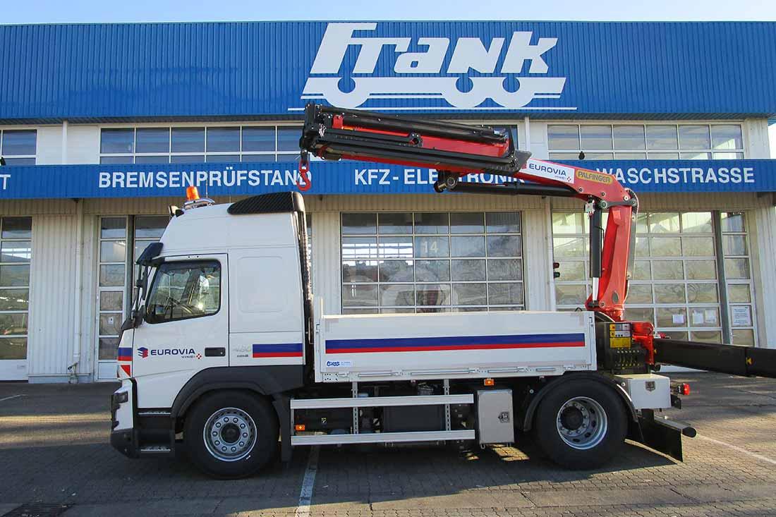 Fahrzeugbau mit Ladekran