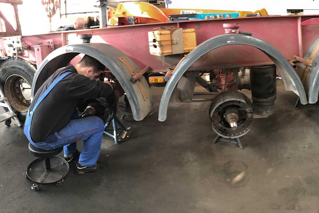 Bremstrommel und Bremsbacken erneuern